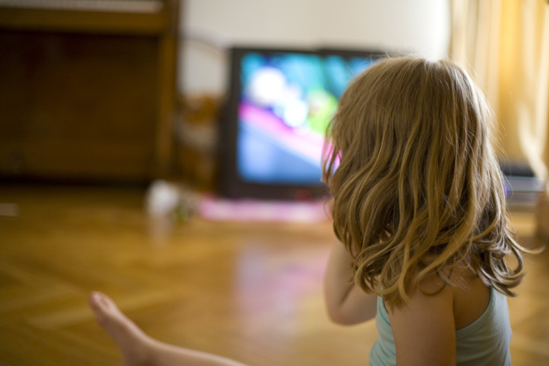 sex and violence in electronic media Violence in the media has been a much discussed issue for several decades now with the development of technology an increasing number of media formats are reaching the general public and in particular children.