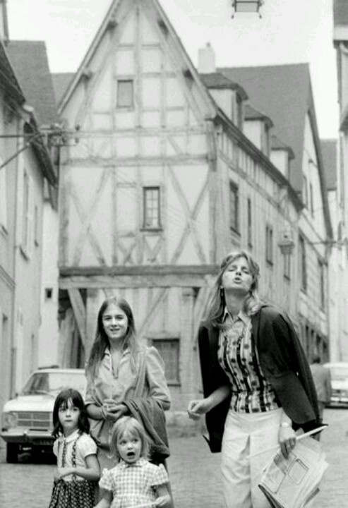 Linda McCartney With Her Girls Heather Mary And Stella