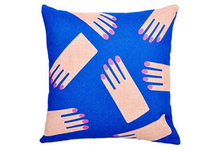hands_pillow