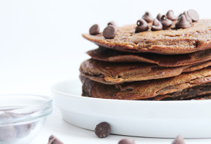 Double-Chocolate-Pancakes-Flip